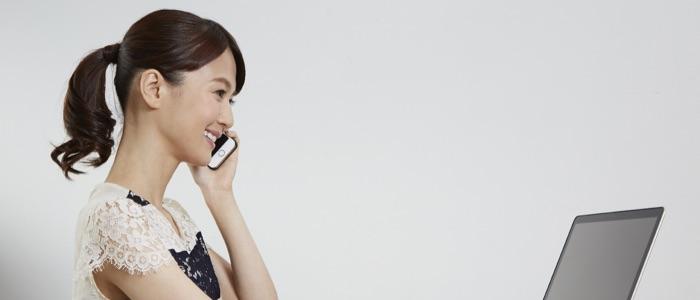 電話する女子